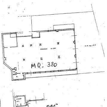 Ampio locale commerciale in zona servita e residenziale